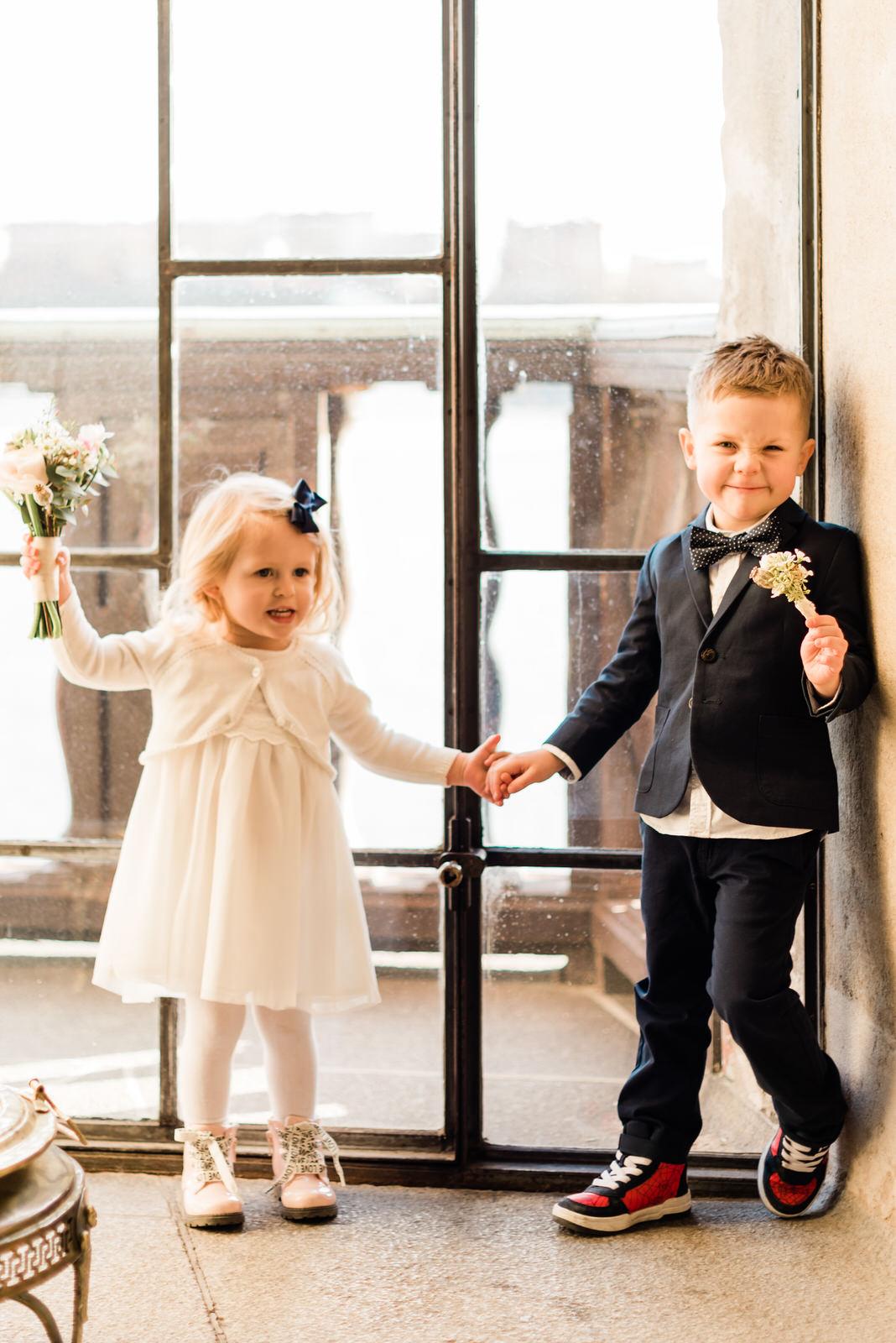 Brudnäbbar vigsel och bröllopsfotografering Stockholms stadshus