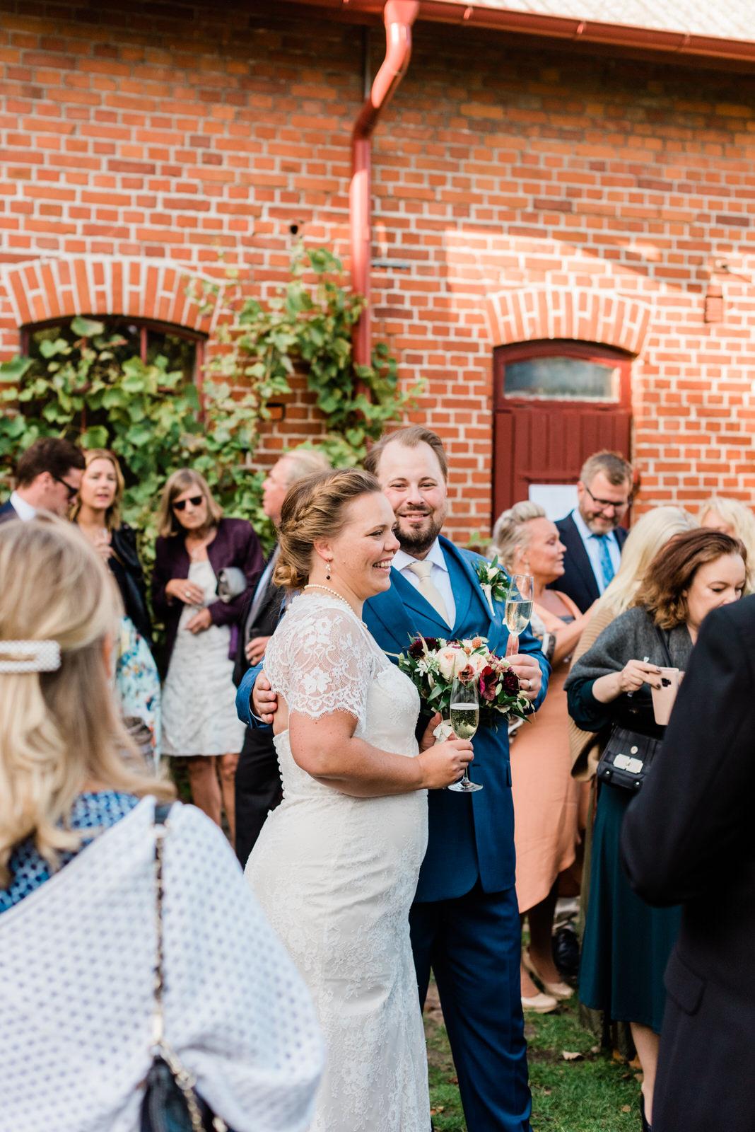 Brudskål skånebröllop bröllopsfotograf Stockholm helloalora