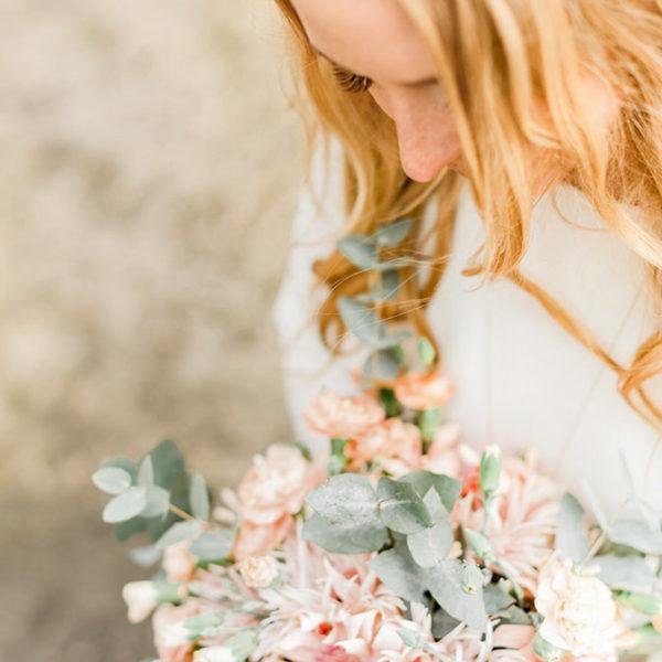 Brud med brudbukett bröllopsfotografering i stockholm helloalora